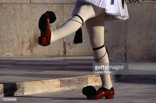 detail of the costume worn by the guards outside the greek parliament buildings, athens. - ギリシャ国会議事堂 ストックフォトと画像