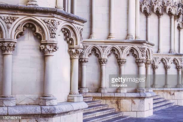 detail of the facade of the cathedral of cuenca - cuenca provincia de cuenca fotografías e imágenes de stock