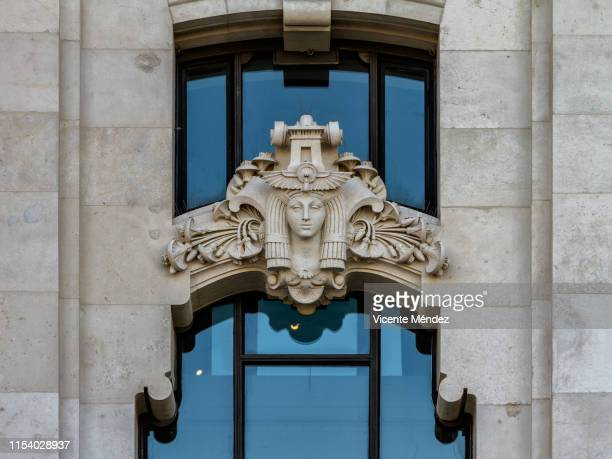 detail of the facade of the palacio de cibeles (city hall of madrid) - neoklassiek stockfoto's en -beelden