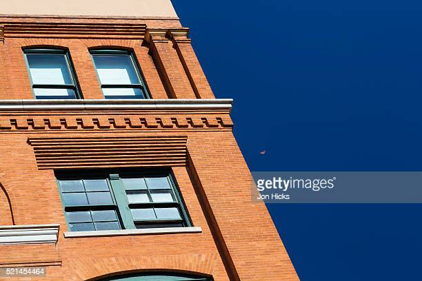 detail of the former texas school book depository in dallas - texas school book depository photos et images de collection