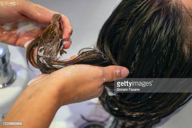 A detail of the hands that wash a client's hair The President of the Puglia Region Michele Emiliano has issued an ordinance that anticipates the...
