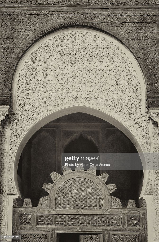 Detail of the intricate decoration of a gate of the Bou Inania Madrasa in Fes, Morocco : Foto de stock