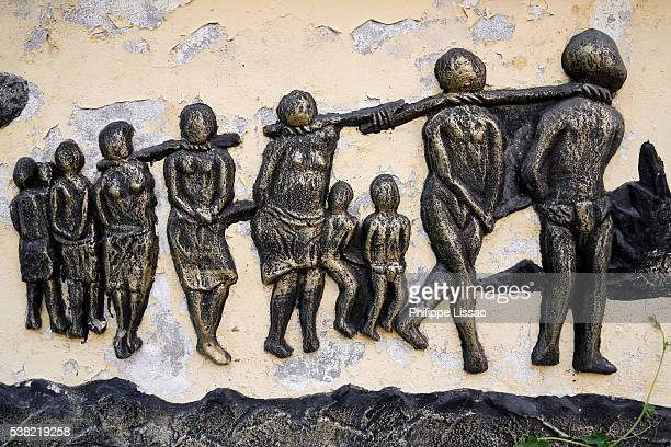 detail of the zomachi slavery memorial sculpture - slaves in chains stock pictures, royalty-free photos & images