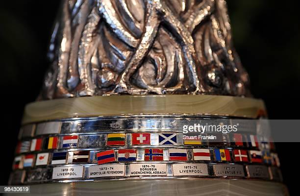 UEFA Detail: Europa League Trophy Handover Stock-Fotos Und Bilder
