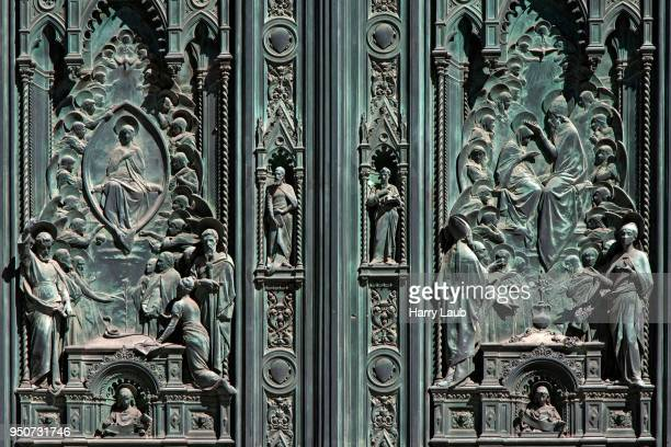 detail, ornate entrance portal, cathedral of santa maria del fiore, florence, tuscany, italy - embellishment stock pictures, royalty-free photos & images