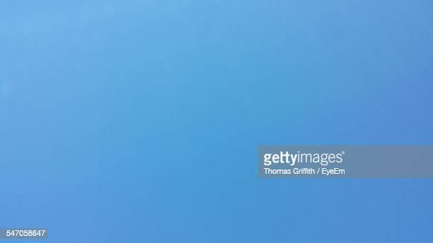 detail shot of clear blue sky - clear sky stock pictures, royalty-free photos & images