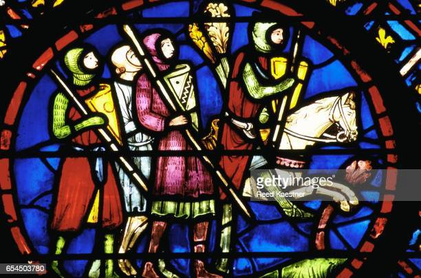 detail showing knights from the stained glass program at sainte-chapelle - accouplement cheval photos et images de collection