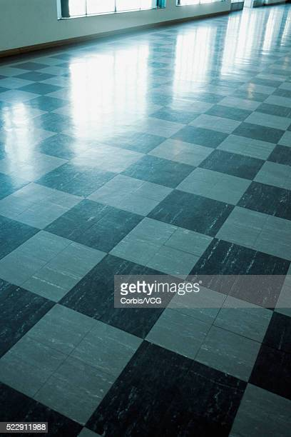 detail view of a polished checkered floor - リノリウム ストックフォトと画像
