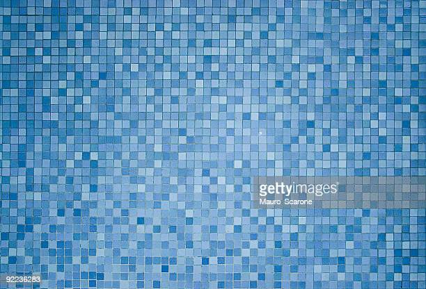 Detailed bath tiles.