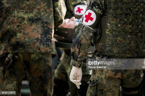 Sanitaetsdienst Stock Photos and Pictures | Getty Images | {Sanitäter bundeswehr 75}