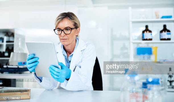 detailing the process of her experiments - forensicpathologist stock pictures, royalty-free photos & images