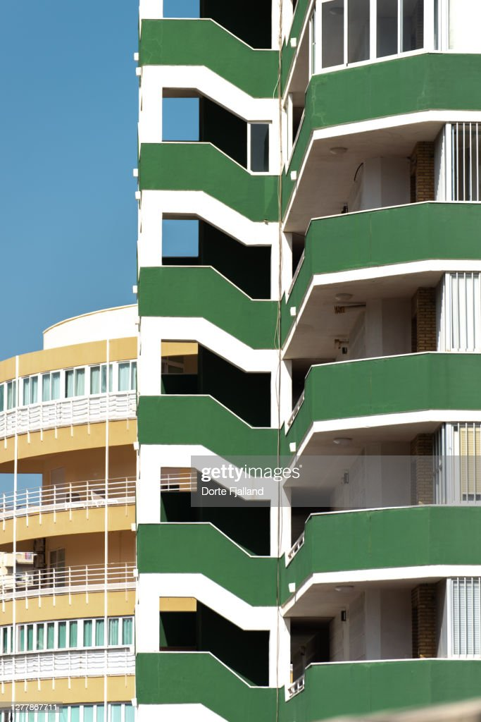 Details of a green building with a yellow building and blue sky in the background : Foto de stock