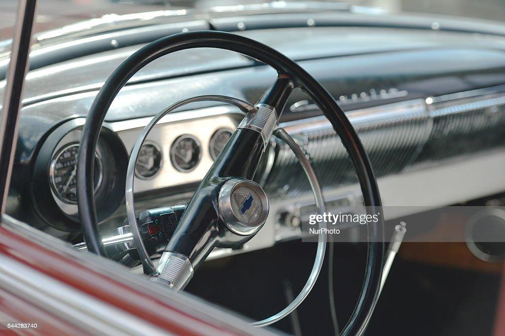 Old Chevrolet car in Edmonton\'s Whyte Avenueの写真およびイメージ ...