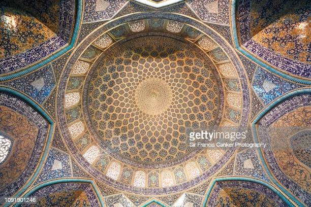 """details of the dome of """"sheikh lotfollah mosque"""" in isfahan, iran, a unesco heritage site - シェイフロトフォラモスク ストックフォトと画像"""