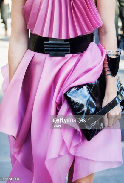 details der damen kleider und schuhe in einer straße - fashion show stock-fotos und bilder