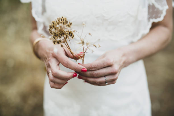 Detalle de manos de novia recin casada