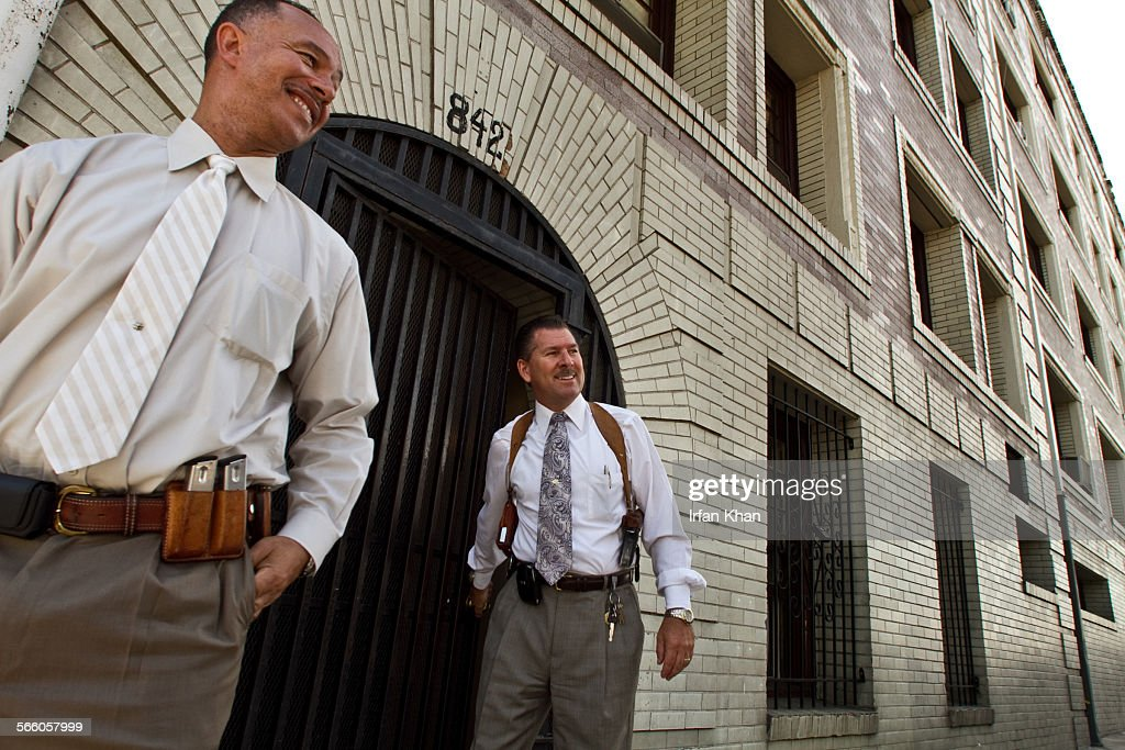 LAPD detectives Julian Pere, left, and John Motto emerge from the building where two ladies discove : News Photo
