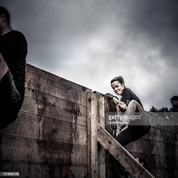 determination: female athlete in competition - rivaliteit stockfoto's en -beelden