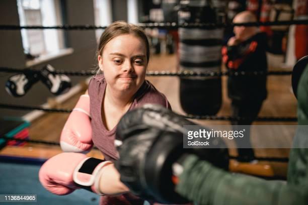 determination in the gym - girl power provérbio em inglês - fotografias e filmes do acervo