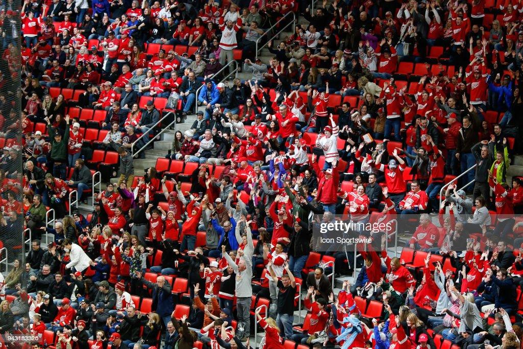 NHL: APR 07 Islanders at Red Wings : News Photo