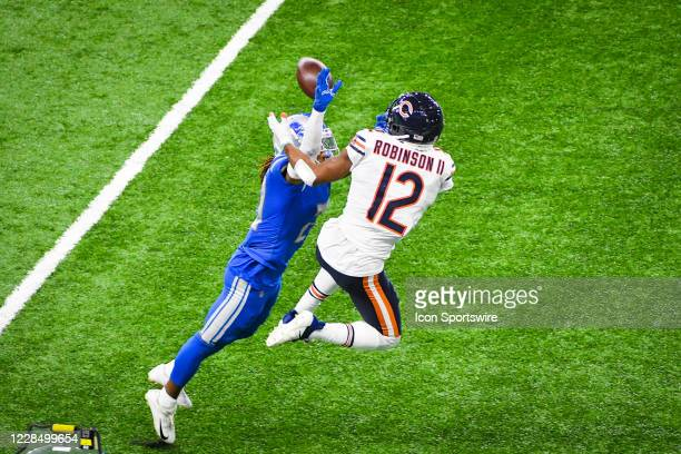 Detroit Lions cornerback Darryl Roberts gets his hand up to deflect a pass away from Chicago Bears wide receiver Allen Robinson during the Detroit...