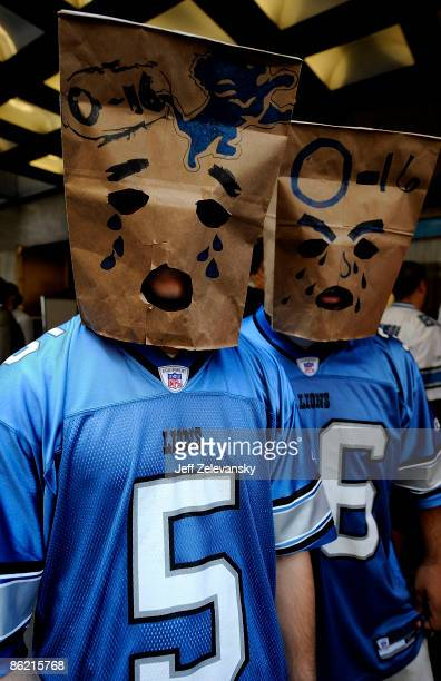 Detroit Lions fans wait for admission to Radio City Music Hall for the 2009 NFL Draft on April 25 2009 in New York City Photo