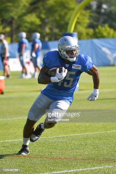 Detroit Lions fullback Jason Cabinda during pass catching drills during the Detroit Lions preseason OTA practice on Wednesday August 4, 2021 at...