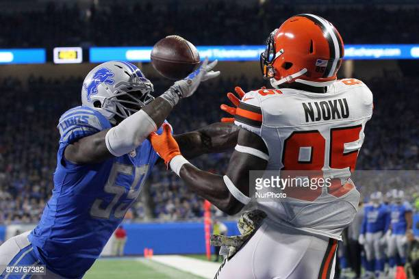 Detroit Lions outside linebacker Tahir Whitehead breaks up a pass intended for Cleveland Browns tight end David Njoku during the first half of an NFL...