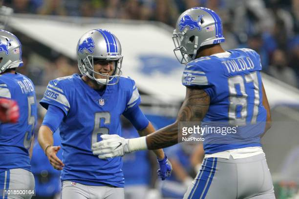 Detroit Lions punter Sam Martin is congratulated by Detroit Lions tight end Levine Toilolo after making a field goal during the first half of an NFL...