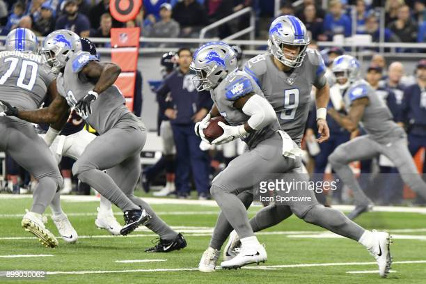 Detroit Lions QB Matthew Stafford hands off the ball to Detroit Lions RB Theo Riddick in the NFL game between Chicago Bears and Detroit Lions on...
