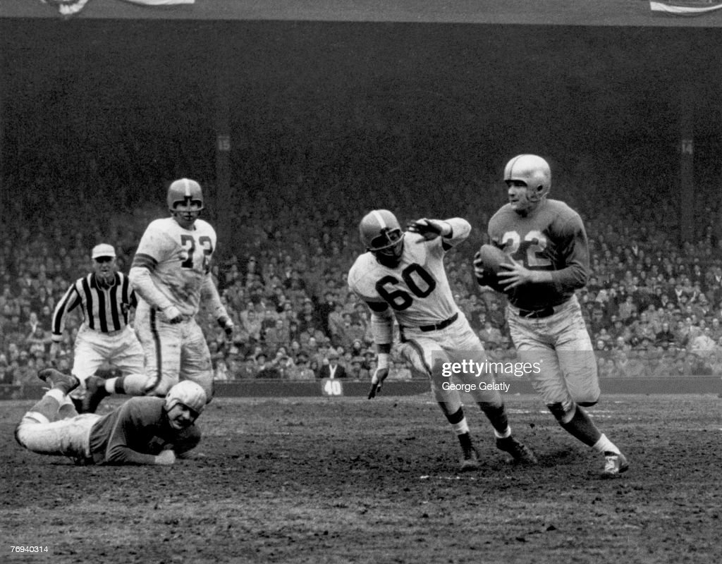 1953 NFL Championship Game - Cleveland Browns vs Detroit Lions - December 27, 1953 : News Photo