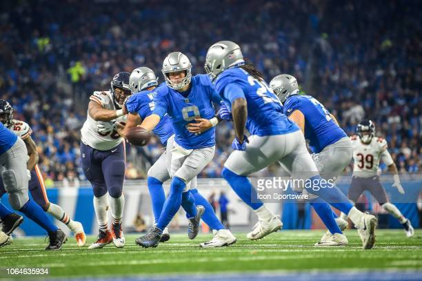 Detroit Lions quarterback Matthew Stafford hands off to Detroit Lions running back Theo Riddick during the Detroit Lions versus Chicago Bears game on...