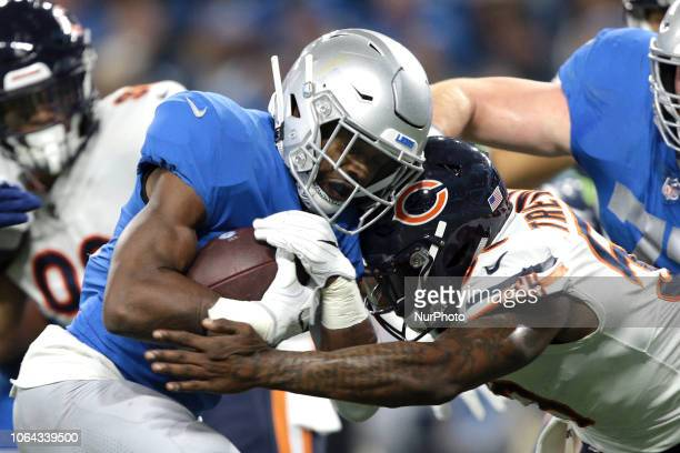 Detroit Lions running back Theo Riddick runs the ball against Chicago Bears inside linebacker Danny Trevathan during the first half of an NFL...