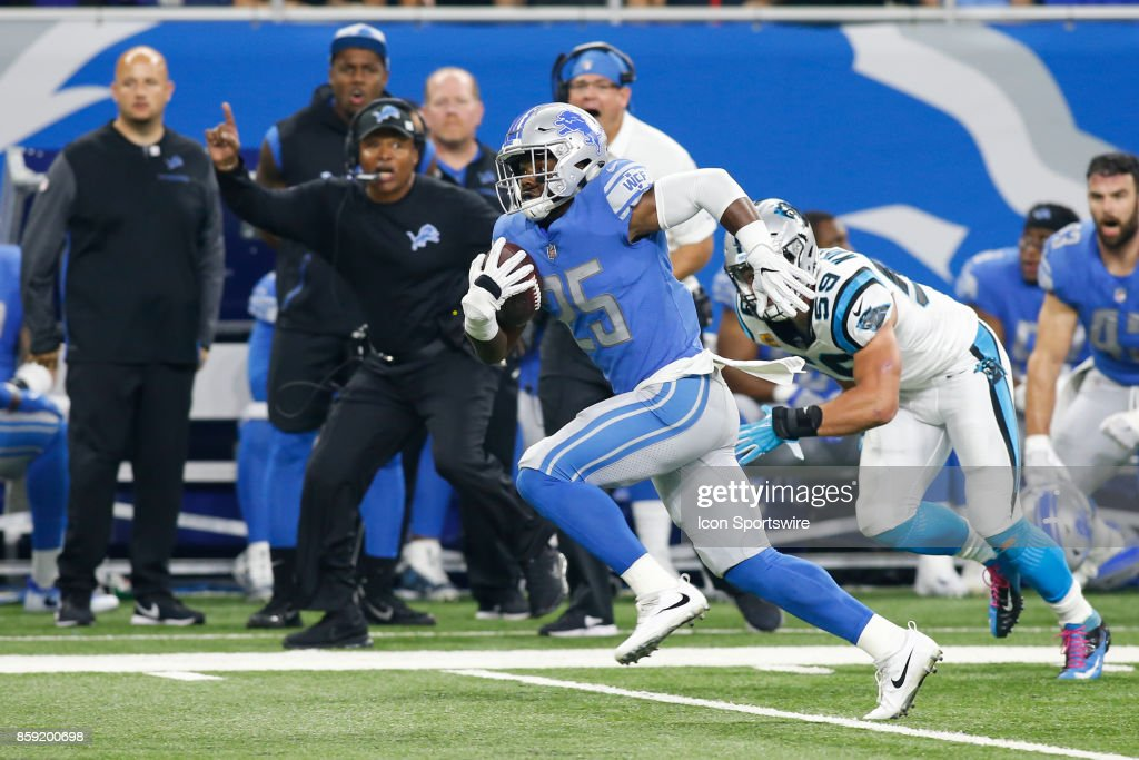 Detroit Lions running back Theo Riddick (25) runs with the ball after catching a pass during game action between the Carolina Panthers and the Detroit Lions on October 8, 2017 at Ford Field in Detroit, Michigan. Carolina defeated Detroit 27-24.