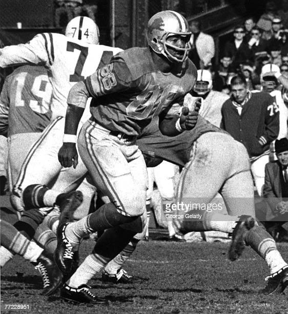Detroit Lions tight end Charlie Sanders in action during the Lions 2710 loss to the Baltimore Colts on November 10 1968 at Tiger Stadium in Detroit...