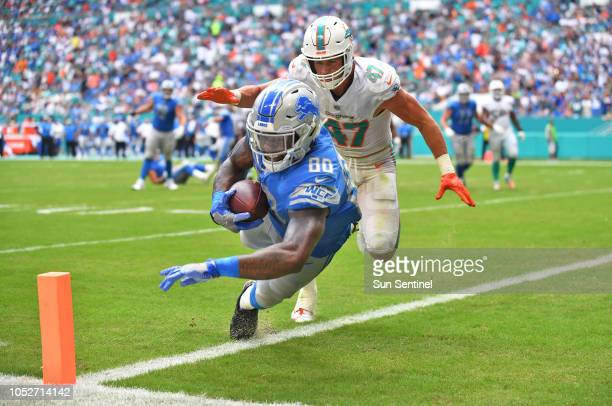 Detroit Lions tight end Michael Roberts scores a touchdown in the third quarter past Miami Dolphins linebacker Kiko Alonso on Sunday Oct 21 2018 at...