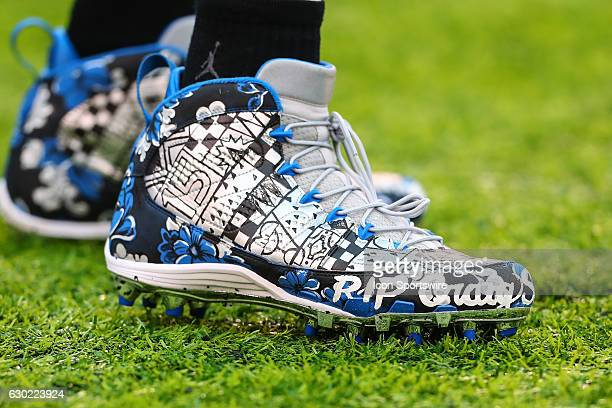Detroit Lions wide receiver Golden Tate tribute to Craig Sager cleats on the field prior to the during the National Football League game between the...