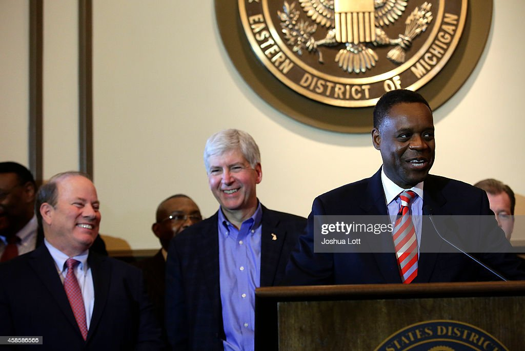 Detroit Mayor Mike Duggan (L) and Michigan Governor Rick Snyder (C), listen to Emergency Manager Kevyn Orr speak during a news conference November 7, 2014 in Detroit, Michigan. Today U.S. Bankruptcy Judge Steven Rhodes gave the City of Detroit the okay to plan an exit strategy from Chapter 9 Bankruptcy.