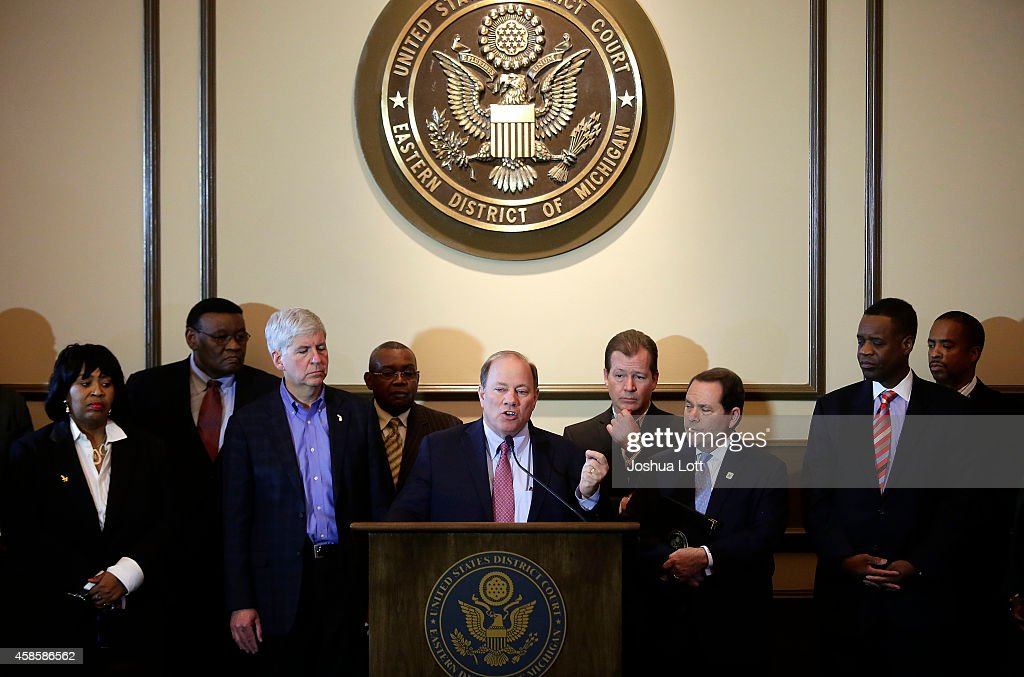 Detroit Mayor Mike Duggan (C), speaks as Michigan Governor Rick Snyder (3L) and Emergency Manager Kevyn Orr (2R) listen during a news conference November 7, 2014 in Detroit, Michigan. Today U.S. Bankruptcy Judge Steven Rhodes gave the City of Detroit the okay to plan an exit strategy from Chapter 9 Bankruptcy.
