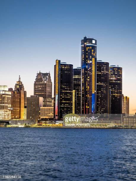 detroit, michigan - twilight - detroit skyline stock pictures, royalty-free photos & images