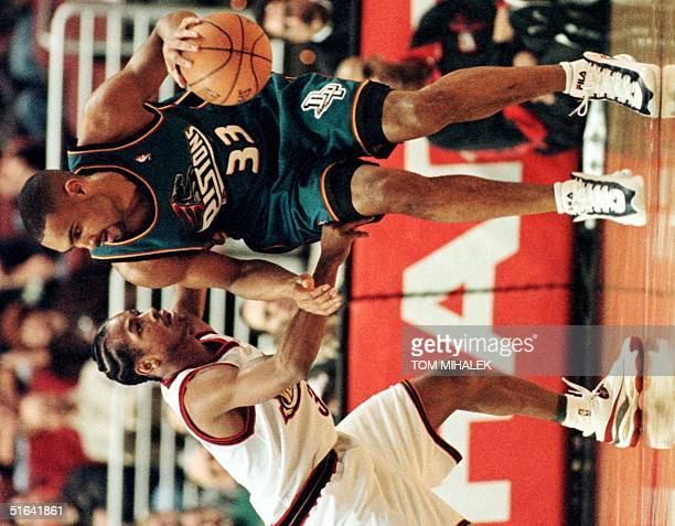 Detroit Pistons Grant Hill is pursued by the Philadelphia 76ers Allen Iverson during game action 22 December in Philadelphia The Pistons won 9692 AFP...
