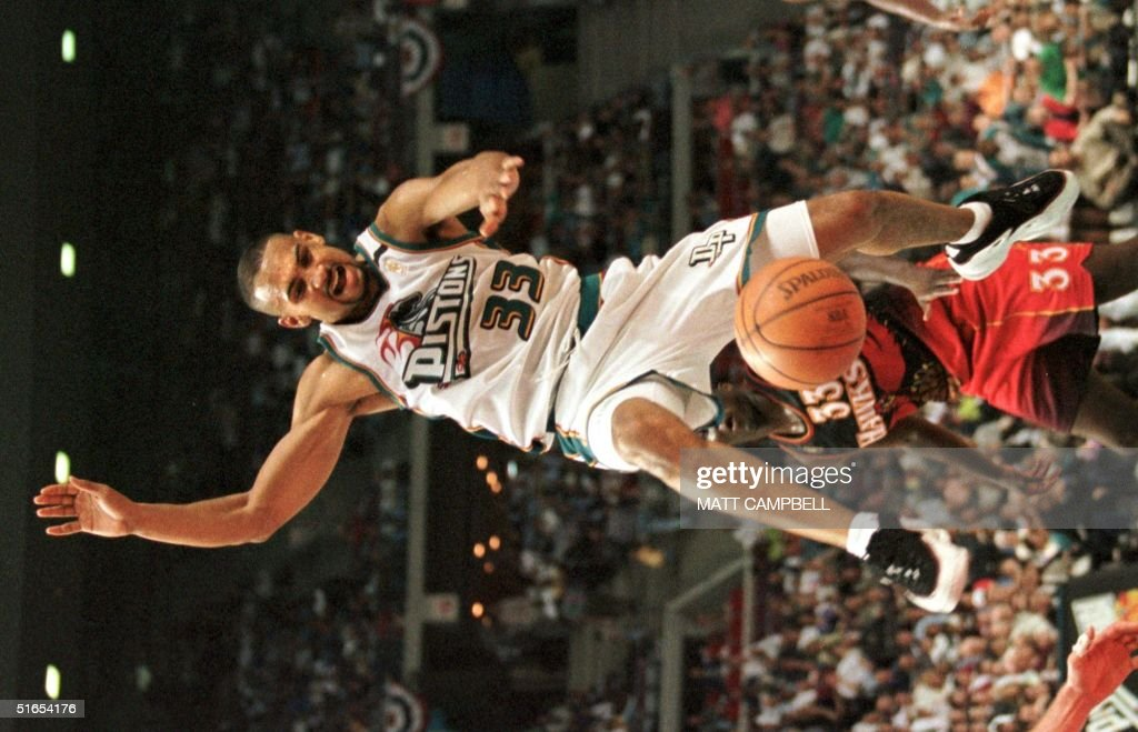 Detroit Pistons' Grant Hill loses the ball in fron : News Photo