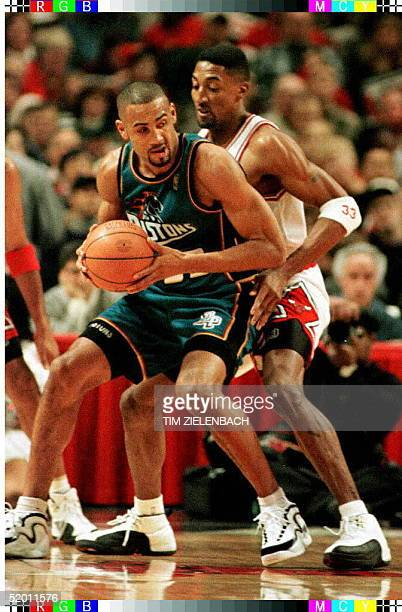 Detroit Pistons guard Grant Hill drives past Chicago Bulls forward Scottie Pippen in the first quarter of game action 25 December at the United...
