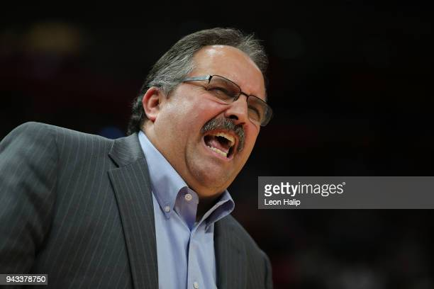 Detroit Pistons head basketball coach Stan Van Gundy shouts out instructions during the second quarter of the game against the Dallas Mavericks at...