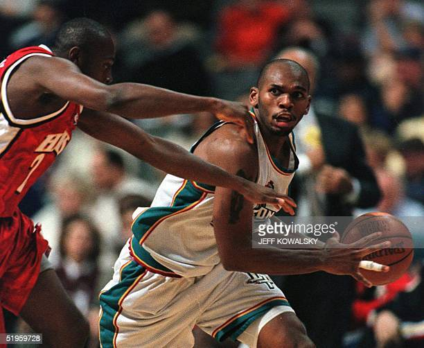 Detroit Pistons Jerry Stackhouse drives around Atlanta Hawks Anthony Johnson during the second quarter 26 November 1999 at the Palace of Auburn Hills...