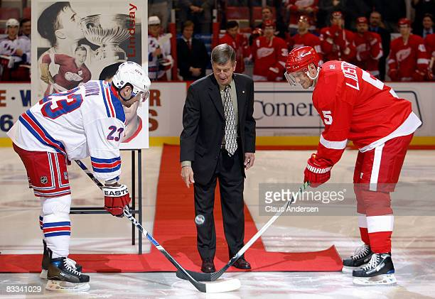 Detroit Red Wing legend Ted Lindsay drops the opening ceremonies puck prior to the game between the Detroit Red Wings and New York Rangers on October...
