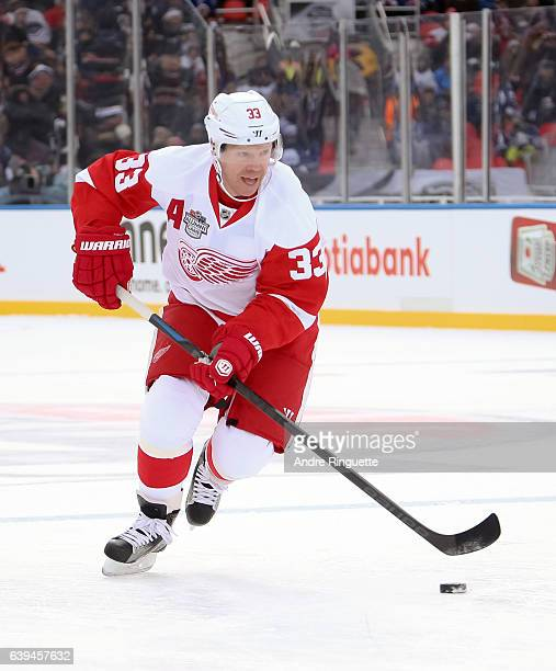 Detroit Red Wings alumni Kris Draper stickhandles the puck during the 2017 Rogers NHL Centennial Classic Alumni Game at Exhibition Stadium on...