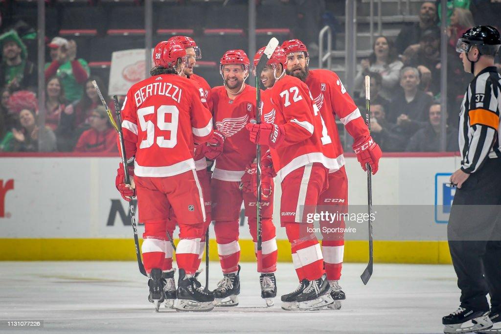 NHL: MAR 16 Islanders at Red Wings : ニュース写真