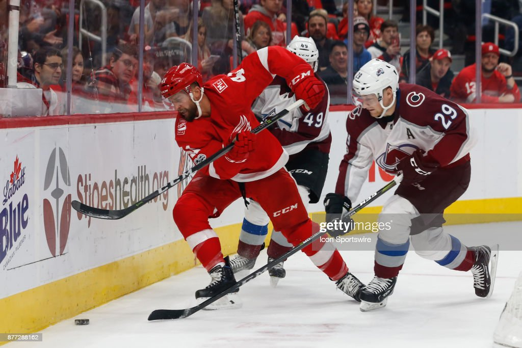 NHL: NOV 19 Avalanche at Red Wings : News Photo