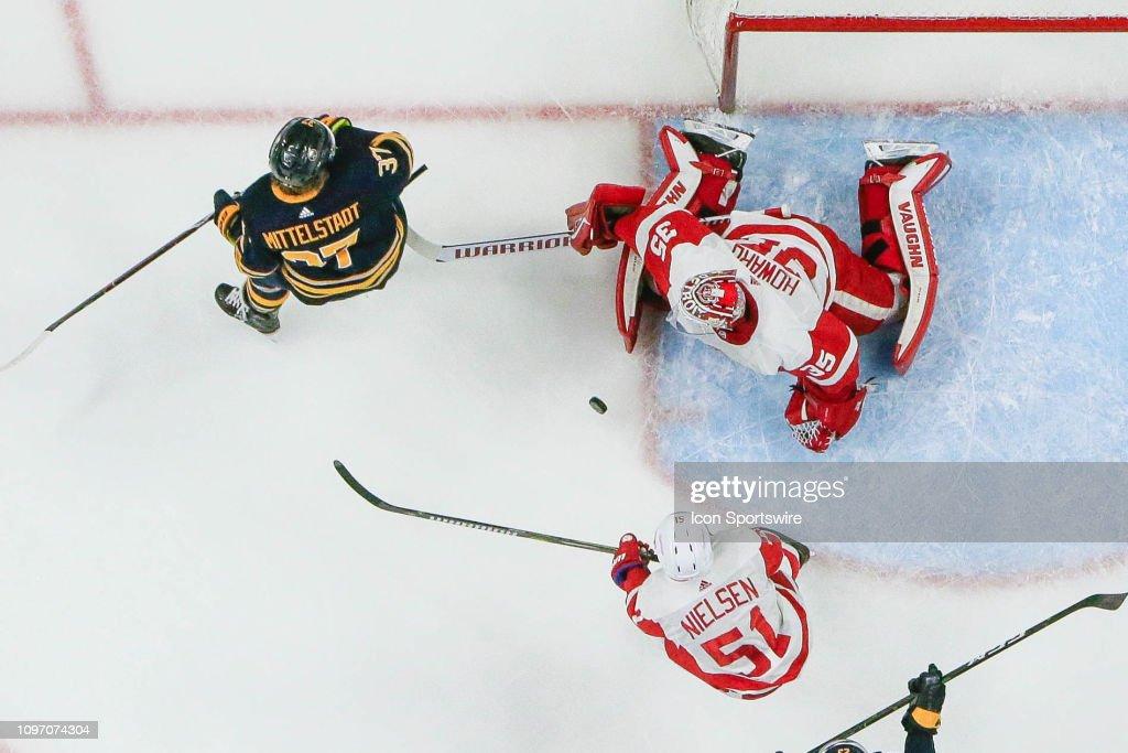 NHL: FEB 09 Red Wings at Sabres : News Photo